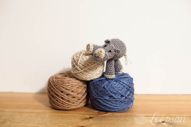 yarn cakes with rhino